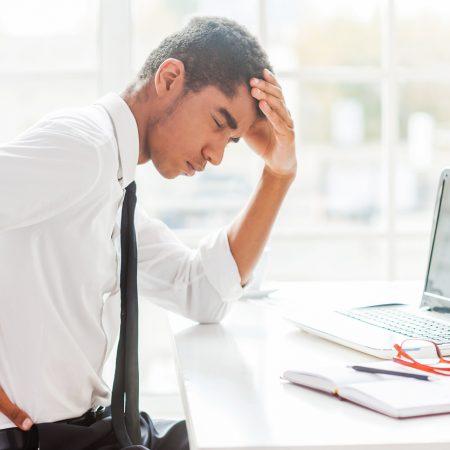 Dores crônicas nas costas pode afetar a concentração.